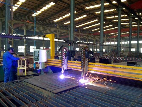 Tagliatrice al plasma CNC a portale e tagliafiamma per lamiera di acciaio